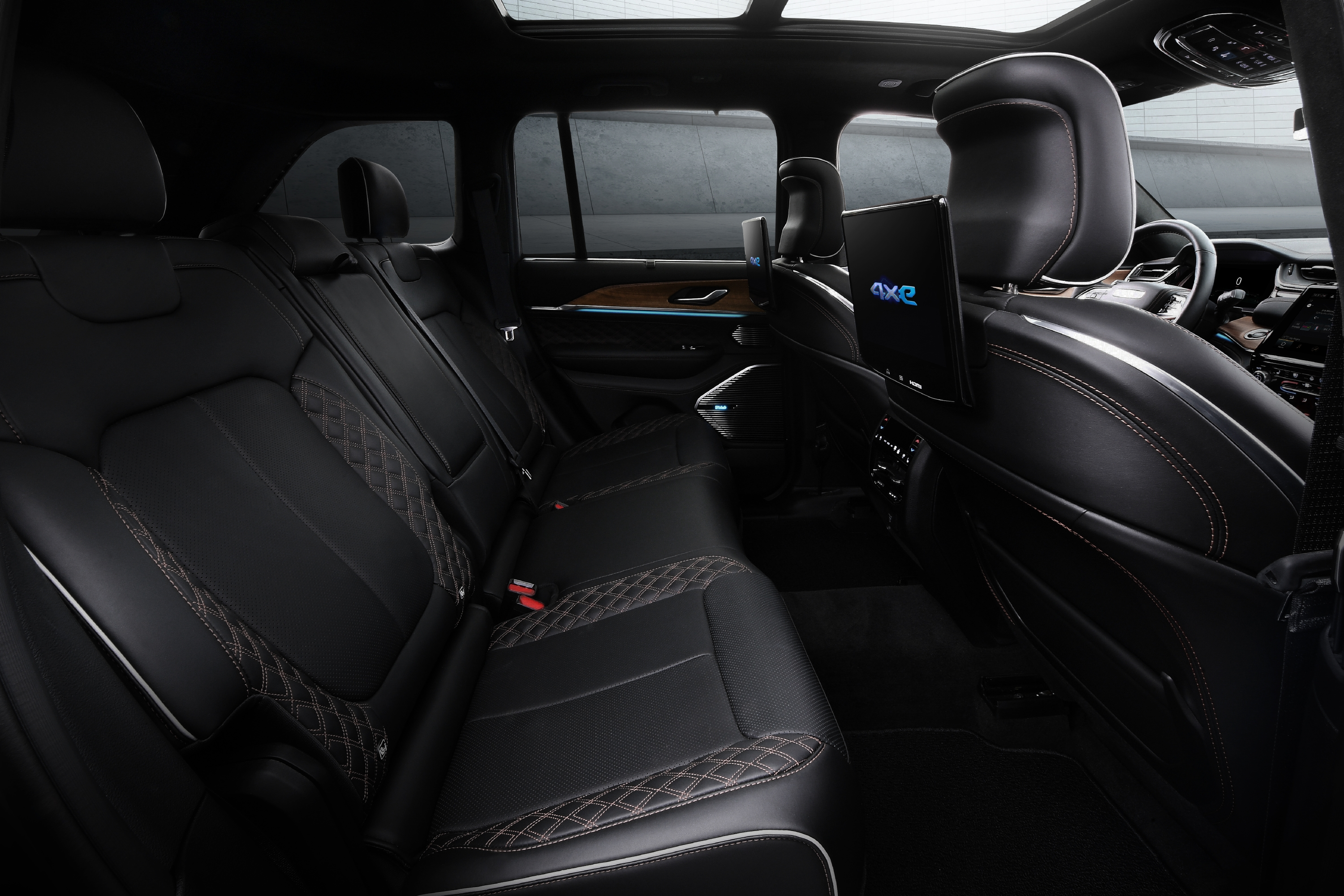 All-new 2022 Jeep® Grand Cherokee features two 10.1-inch enterta