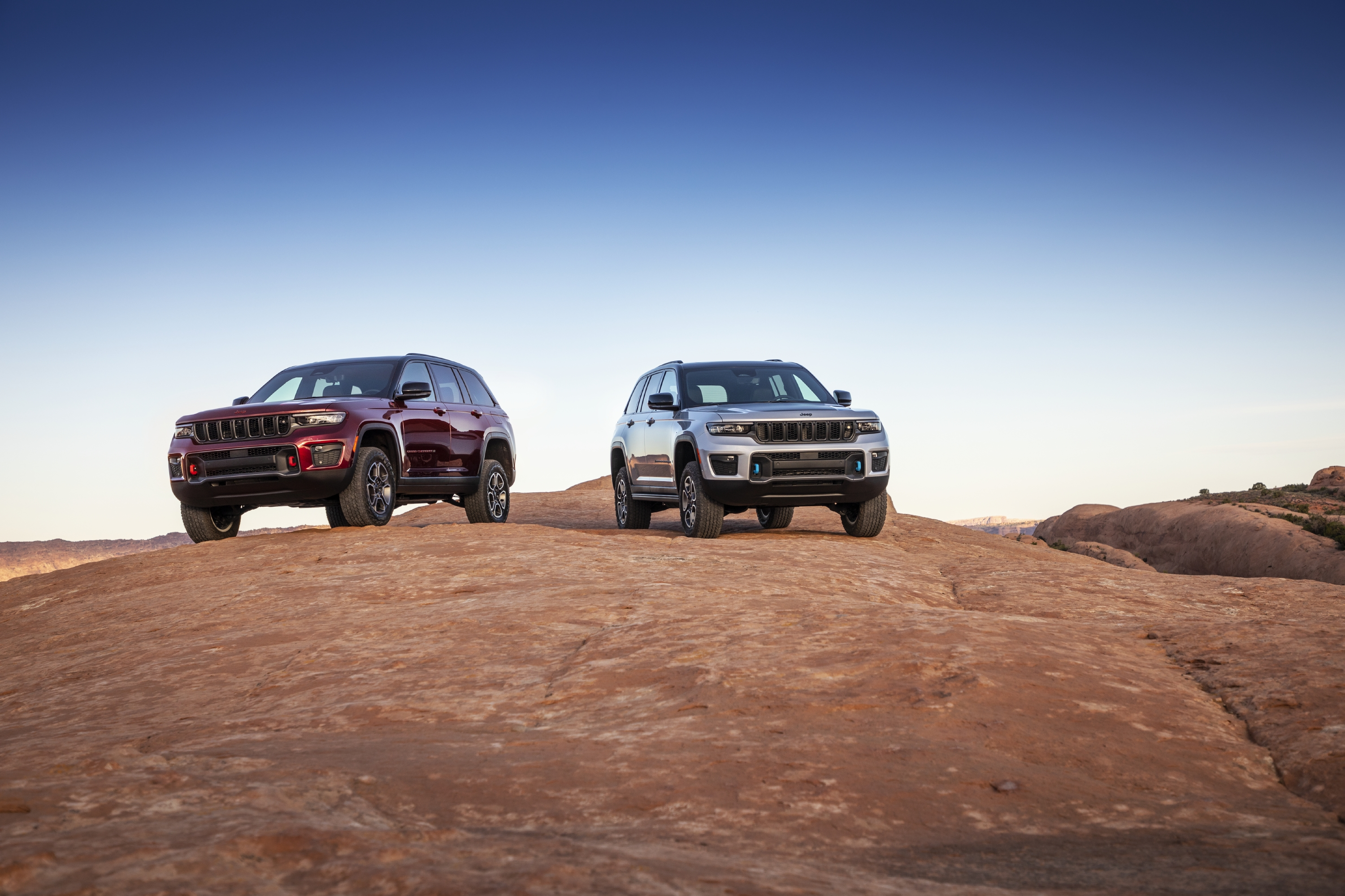All-new 2022 Jeep® Grand Cherokee Trailhawk (left) and Trailhawk