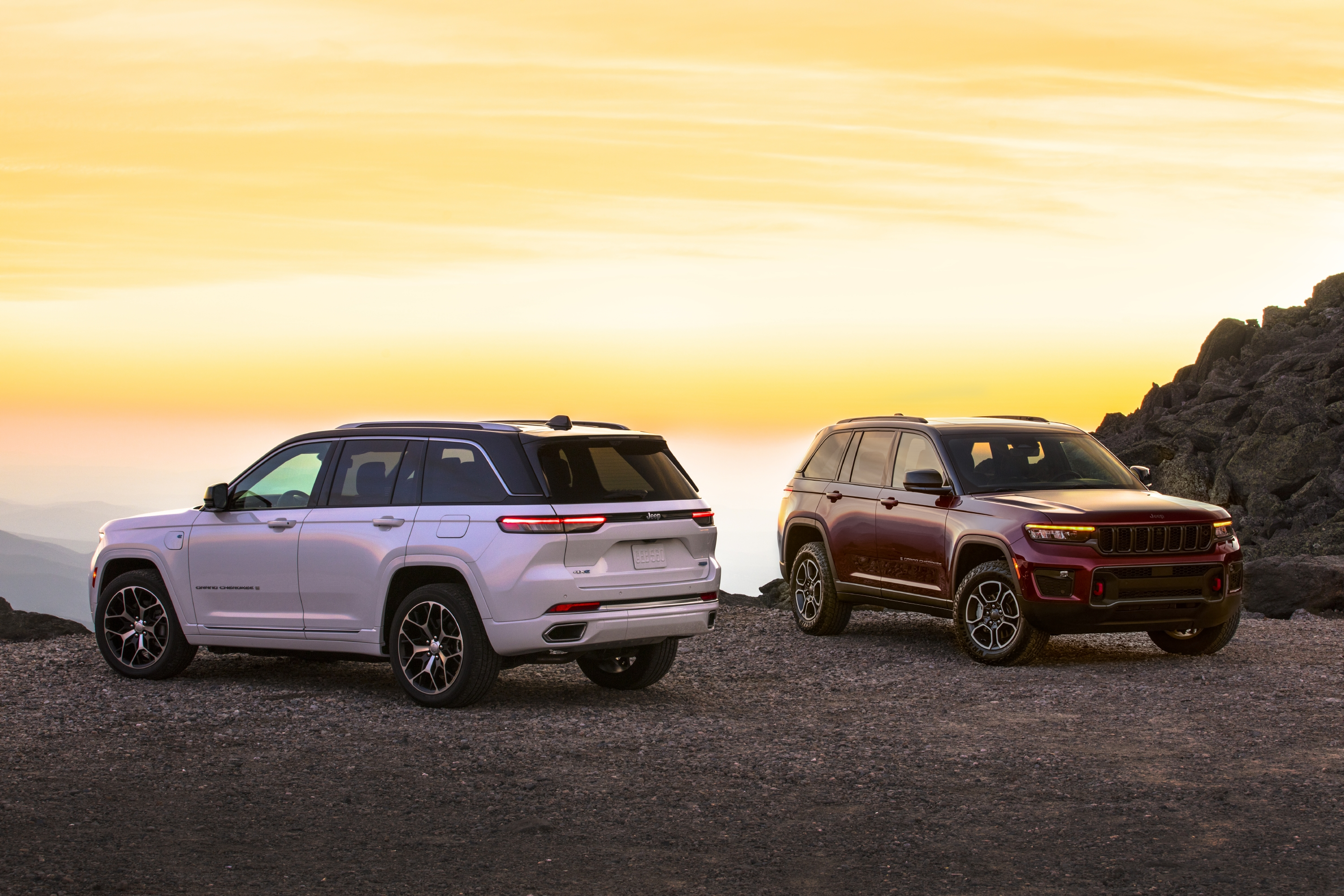 All-new 2022 Jeep® Grand Cherokee Summit 4xe (left) and 2022 Jee